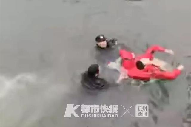 杭州1位爸爸接女儿放学 先跳进河和保安一起救了条命
