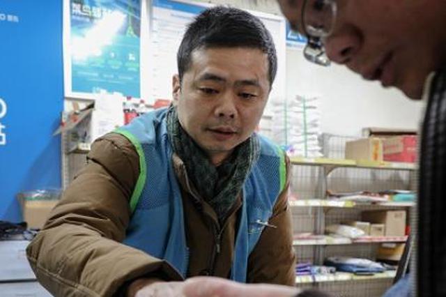 杭州1大学老师辞职做快递:从副教授变身驿站站长