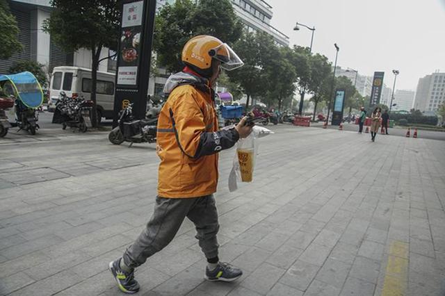 杭州单腿外卖小哥手术后复工:会坚持做骑手(图)