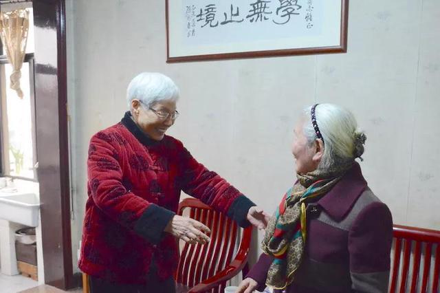 上次分开还是花季小姑娘 杭8旬老奶奶找小学同学