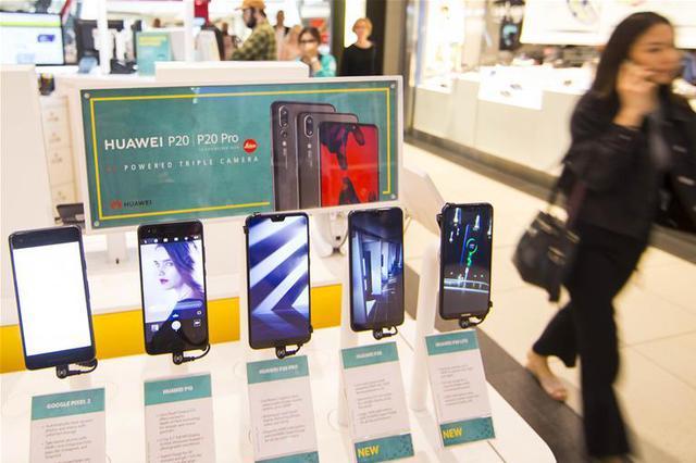 16岁小伙来杭务工缺手机去偷 没想到拿走的是展示机