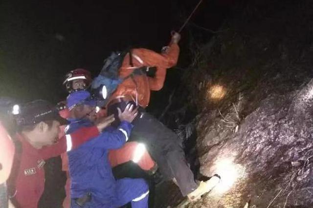 12名驴友探险受困浙江雁荡山 警民联手彻夜搜救