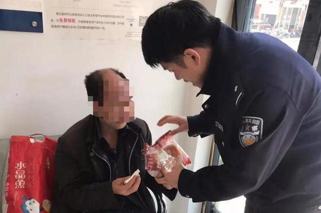 女儿女婿闹离婚 六旬盲人父亲从湖北赶到台州来劝架