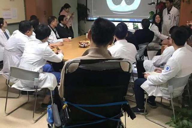 杭州1男子50岁不到患病?#36718;?#25130;瘫:曾是亚洲摸高第一人