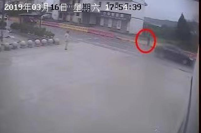 为图方便破坏交通设施 衢州一男子被行政拘留5日