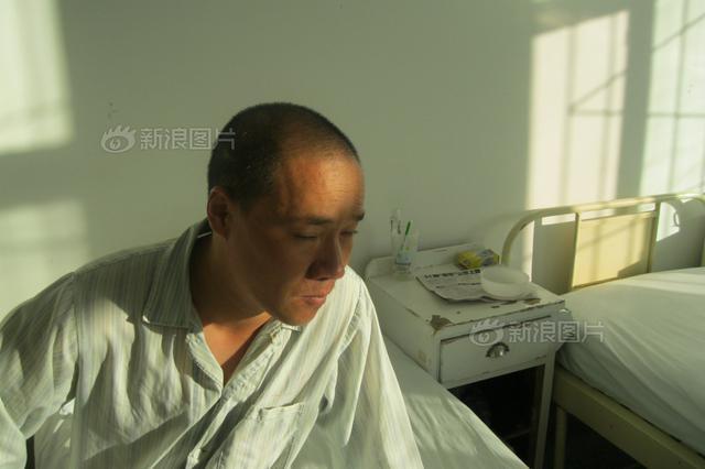 杭州六旬大伯四年来只有坐着才能睡着 都是焦虑引起
