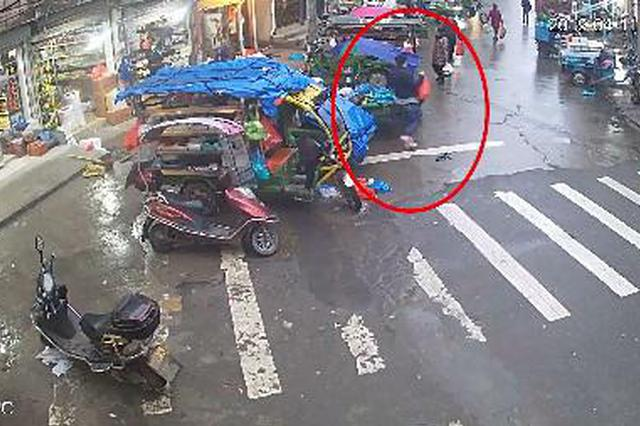 温州吃货小偷被抓时正在吃红烧肉 一桌好菜全是偷的