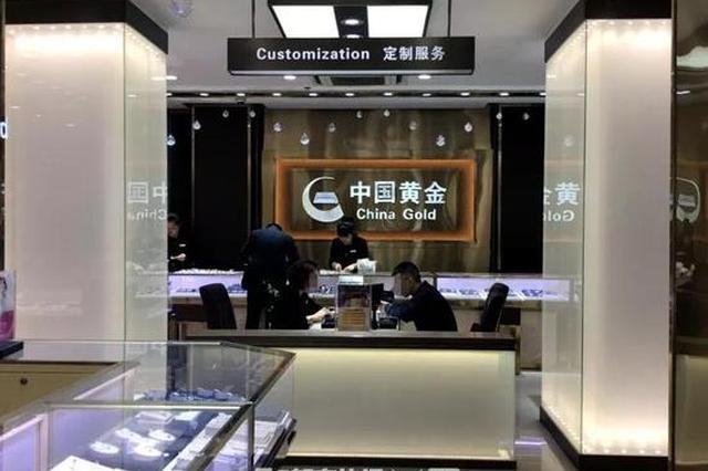 一年轻人在杭州一口气买走35公斤金条