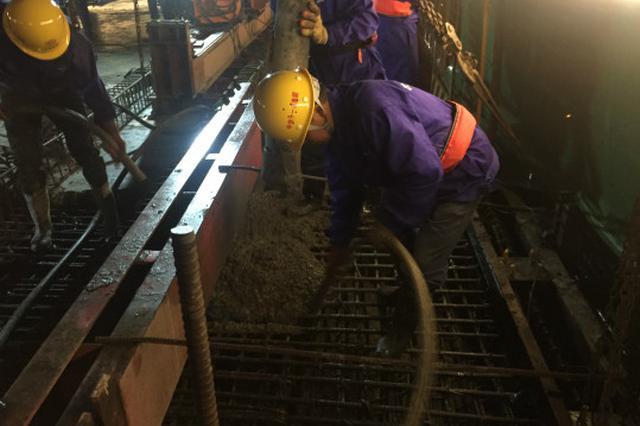 金台铁路:灵江特大桥主跨连续梁合龙