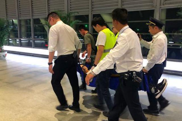 衢州一旅客突发心脏病 火车站员工生死接力火速抢救