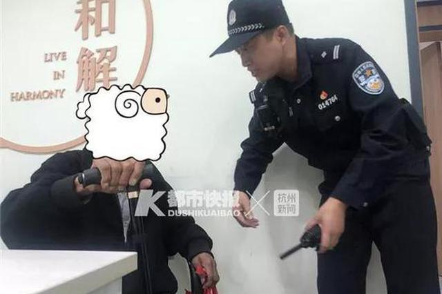 九旬老人来浙大找人结果迷路 女儿对民警称:不用管他