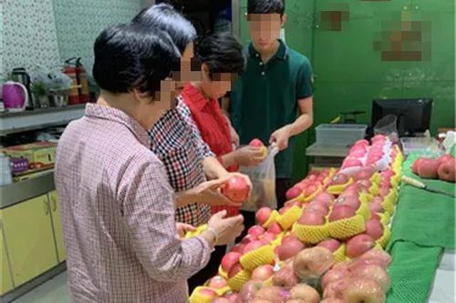 苹果比去年贵一倍 杭州干20多年的水果店老板欲改行