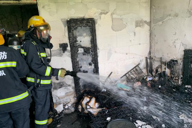 杭州出租房失火一女孩被困 正要往下跳消防赶到(图)