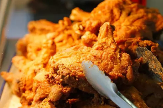 杭州11岁男孩体重80公斤 爱吃拌面炸鸡查出营养不良