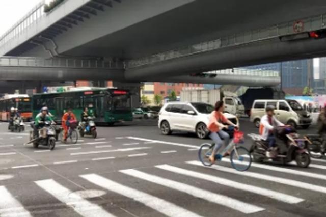 被大货车撞塌的杭庆春东路口天桥 下周一将部分开通