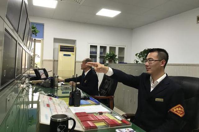 浙江海宁站90后列车值班员:是指挥官也是螺丝钉