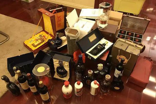 杭州1200平豪宅户主被抓 现场曝光大量名酒外币LV