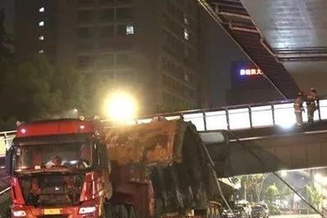 杭州被撞塌天桥北侧恢复通行 整体预计8月全部开通