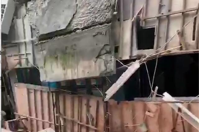 杭萧山北干街道一小区沿街店面36平米的外挑檐沟塌落