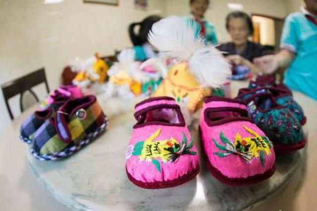 湖州耄耋老人数十年缝制虎头鞋:下一辈没时间学这个