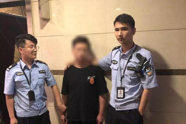 杭州95后烧烤店偷得1100元 请同事吃饭唱歌后被抓