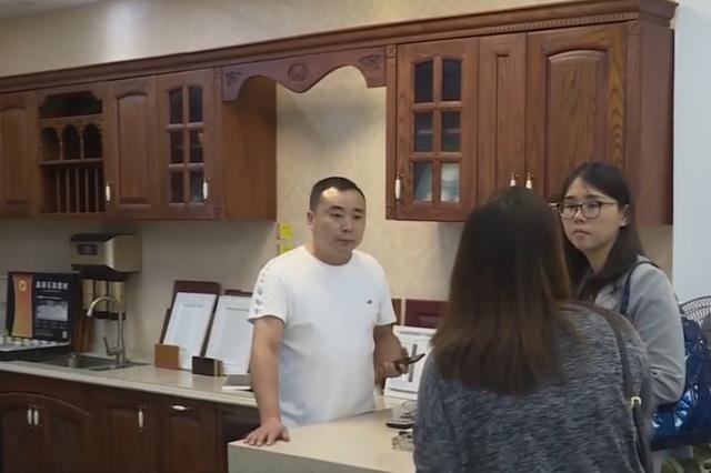 厨房装修1个半月还没完工 杭州女子和装修商家闹僵