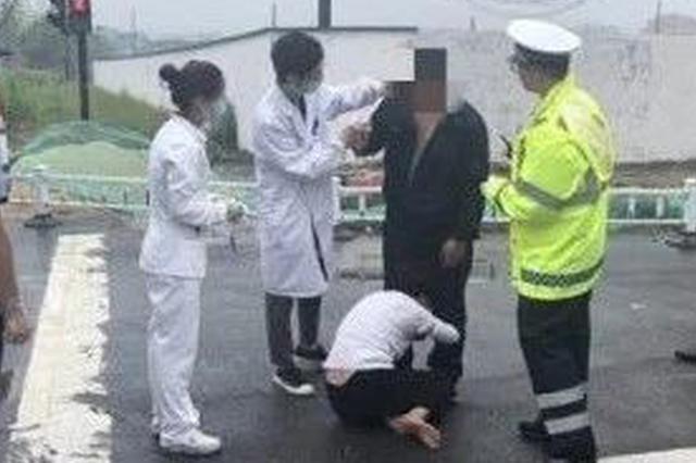 浙江1男子驾驶室内头破血流 妻子向交警求助:我敲的