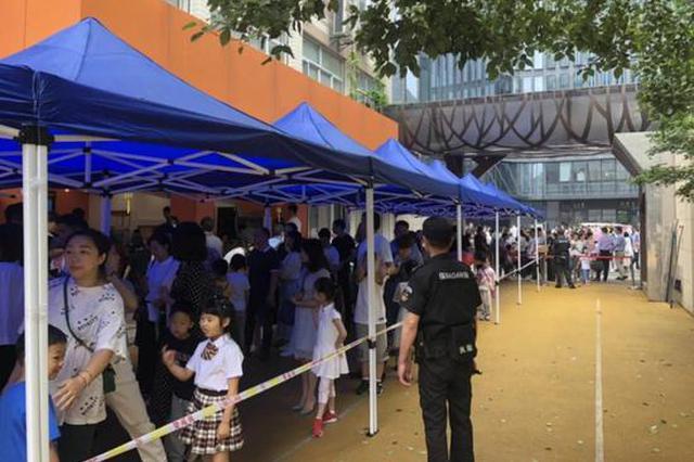 杭州小学首次公民同招 报民办小学的人数减少(图)