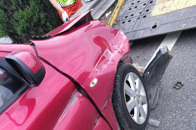 嘉兴七旬老伯高速开碰碰车 横跨5车道车辆几乎撞报废