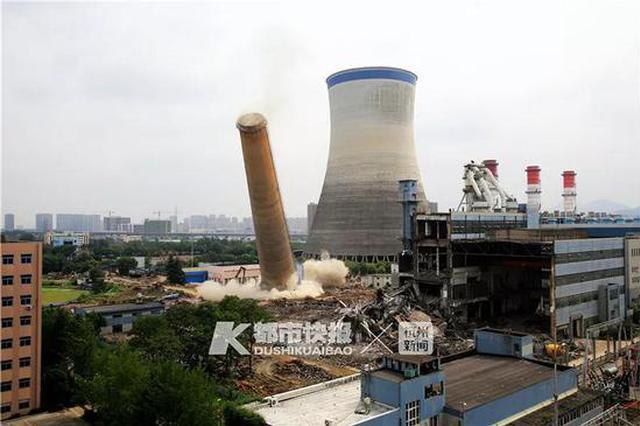 杭州很多人被震得跑出门 原来这个180米的大家伙倒了