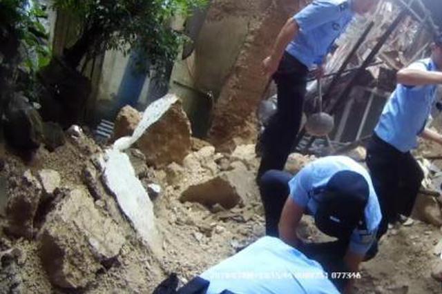 锅碗瓢盆齐上阵 丽水警民携手救出89岁被埋老人(图)