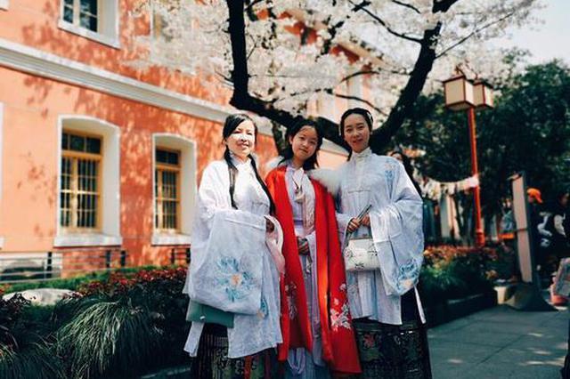 杭州有人天天穿汉服上下班 更有网店半年卖出20万件