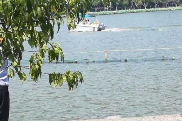 杭州西湖景区保安勇救落水女孩 前后不到一分钟