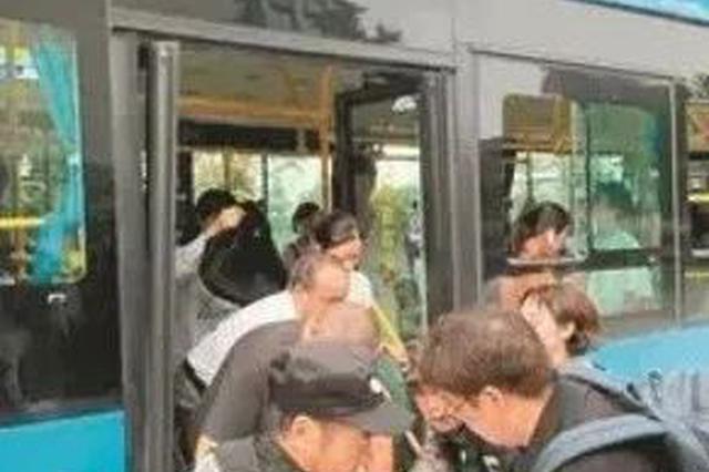 杭州1女孩公交车上癫痫发作 整车乘客帮忙抢救