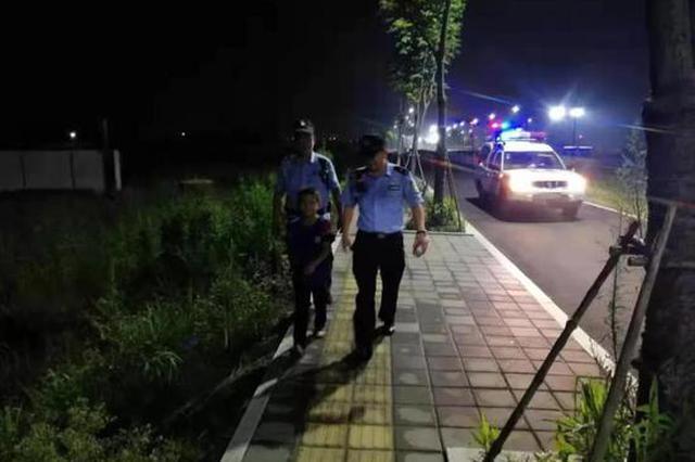 深夜杭州民警被10岁孩子溜一万三千步 只因孩子晕车