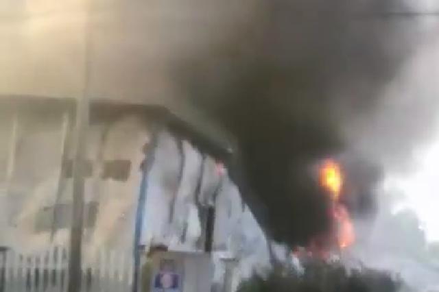 浙江澳利亚纺织公司厂房起火 百多名消防员紧急扑救