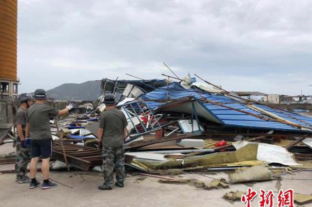 温州洞头一工棚台风中倒塌 27人避险及时逃过一劫