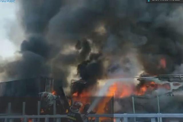 苏绍高速萧山勤联村附近两车追尾起火 1人不幸身亡