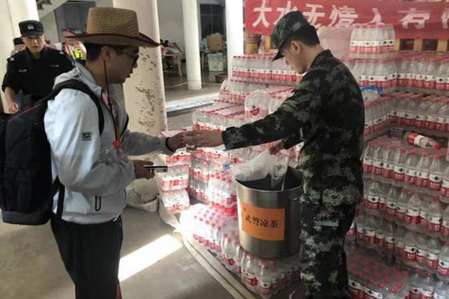 浙江温州武警官兵积极参与永嘉山早村灾后重建