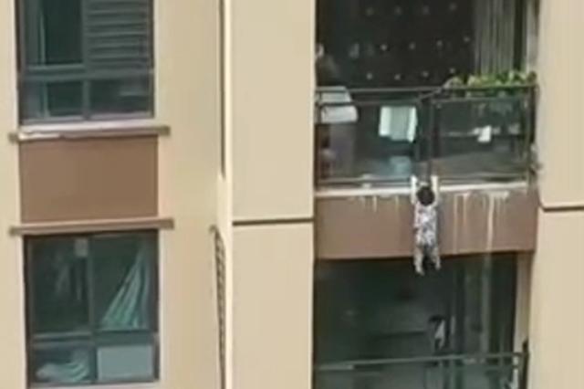 杭州2岁男童坠落7楼身亡 床边的纱窗成夺命虎口