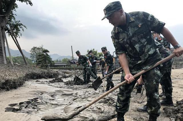 千年古城洪水退去 武警台州支队官兵连夜清淤