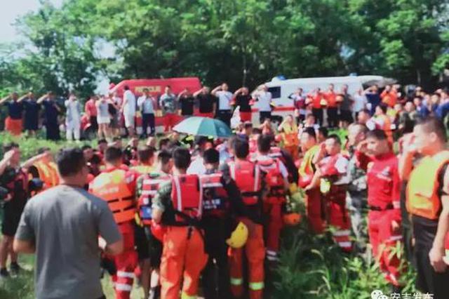 浙90后消防员下水救援 成功救起小孩后自己落水遇难