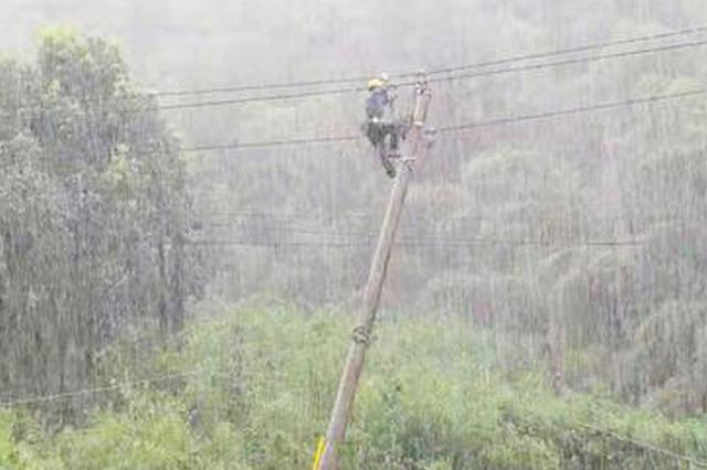 台风玲玲影响杭州 暴雨凌晨抢险救援队紧急行动