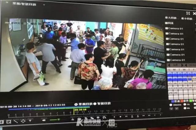 想为中秋节备菜 杭州一老太太从电梯上摔下来被送医