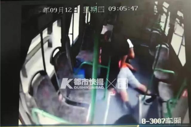 杭州1男子公交车上心跳呼吸骤停 救醒后立马说要回家