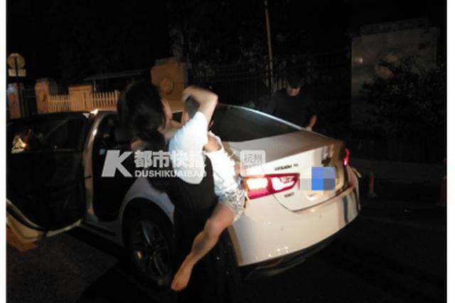 杭州夫妻將車鑰匙和兒子鎖車內 孩子還睡著了