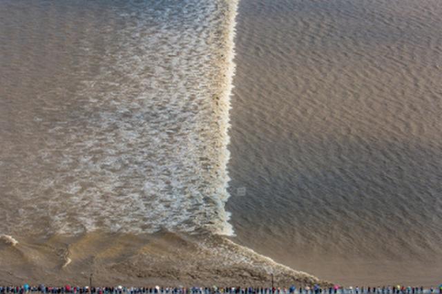 八月十八錢塘江大潮來襲 杭州市民下沙大橋附近觀潮