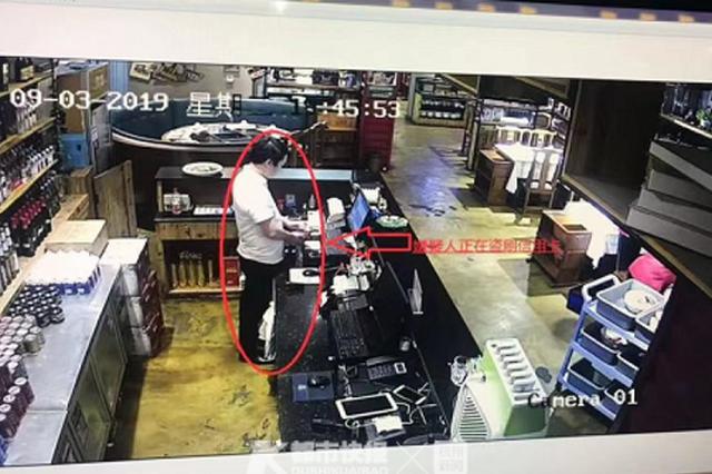 杭1家火锅店店长捡顾客遗失的卡不归还 在自己店盗刷