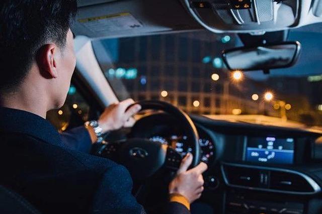 杭州现碰瓷新招数 景区道路上有人故意开慢车