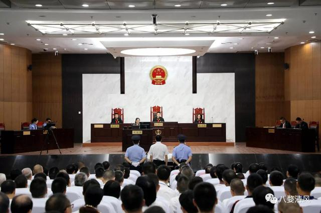 受贿超800万 金华市政府原副秘书长申屠福华受贿案庭审